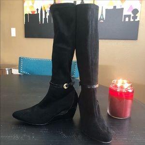 Donald J Pliner VGUC Black Suede Leather Boots 6.5